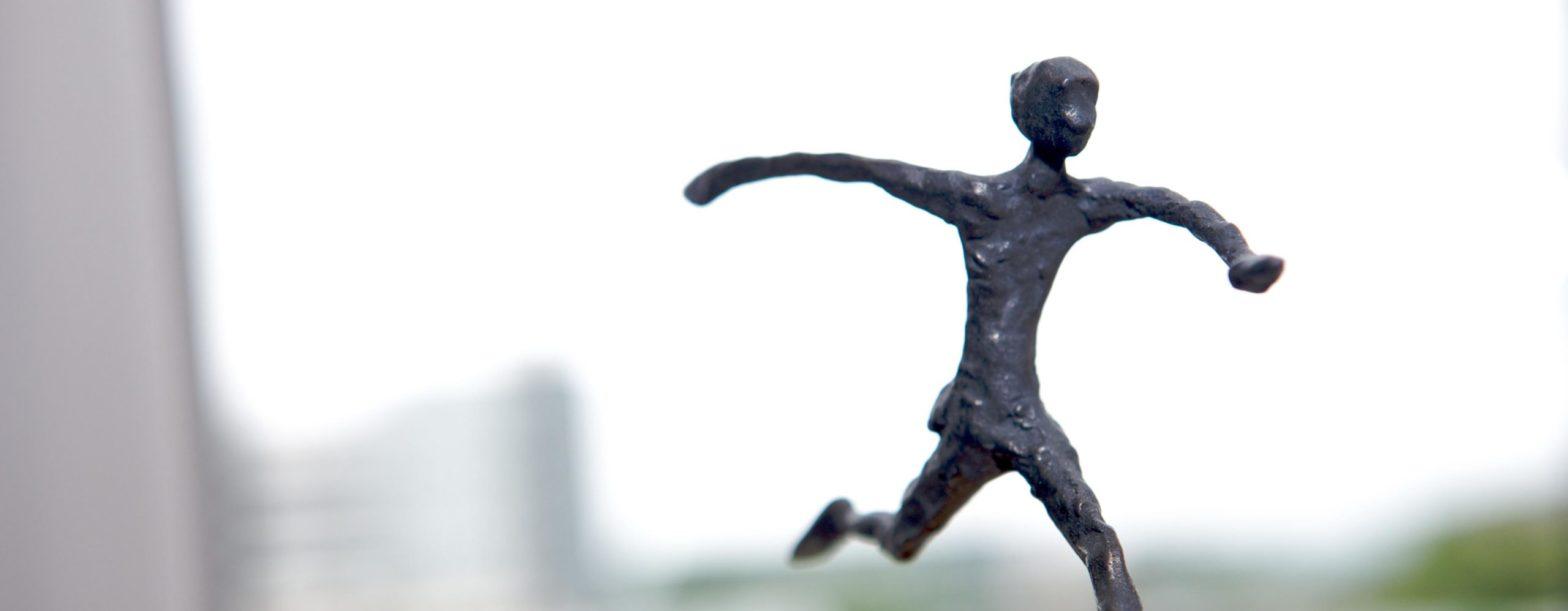 Kleine Skulptur, laufender Mensch