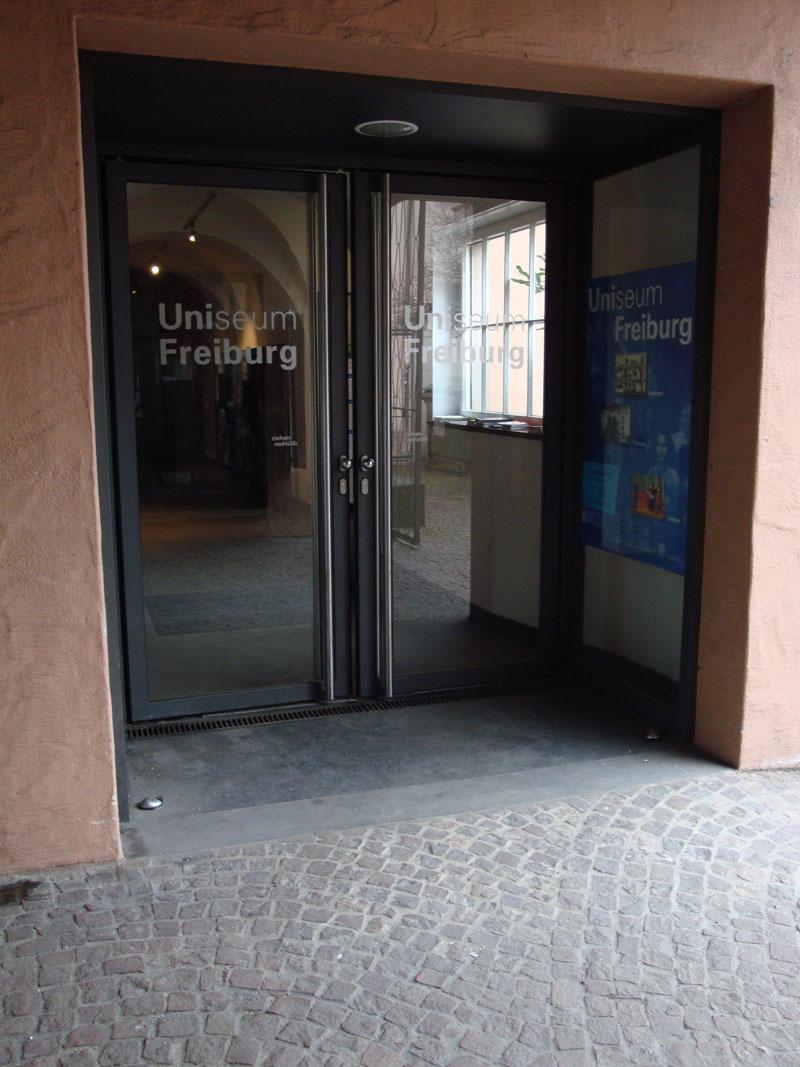 Eingang-Alte-Uni-1