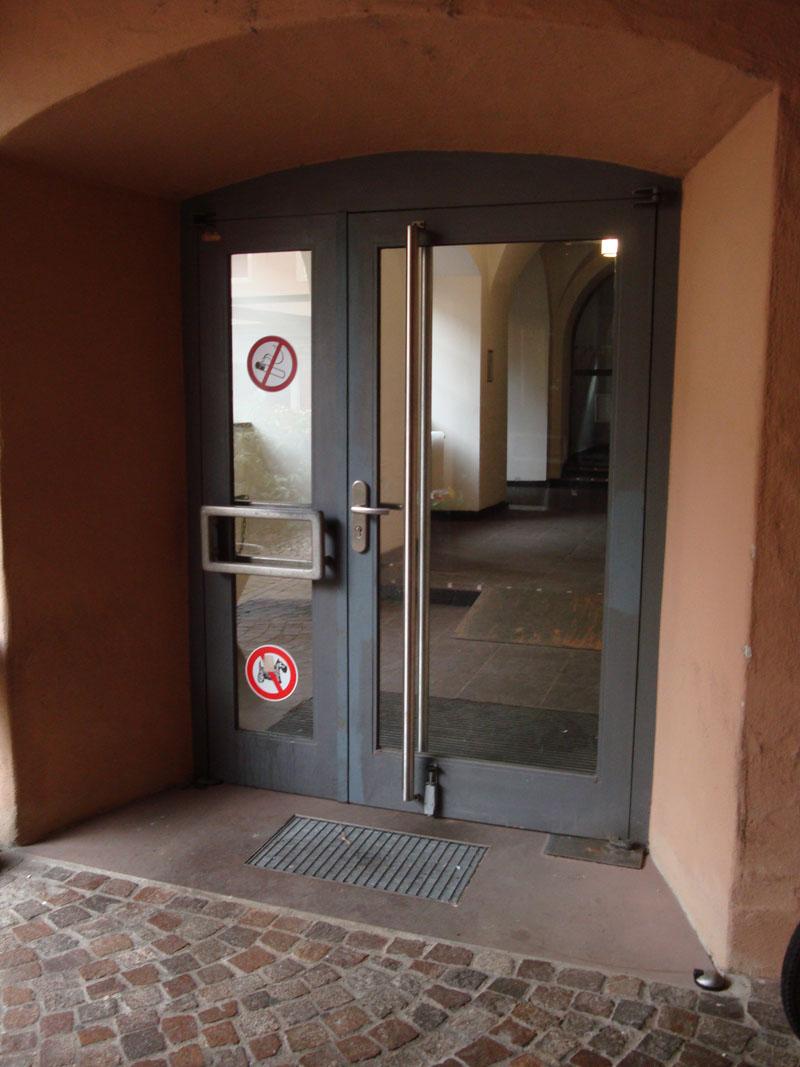 Eingang-Alte-Uni-2