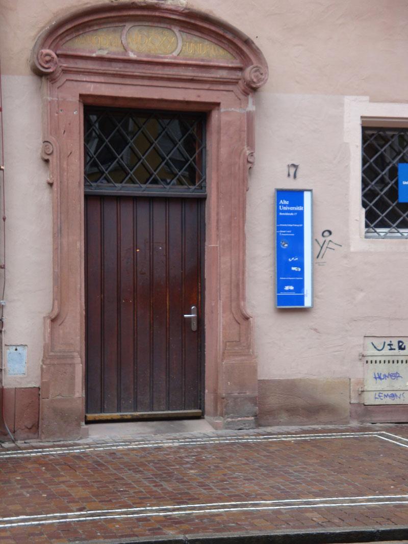 Eingang-Alte-Uni-3