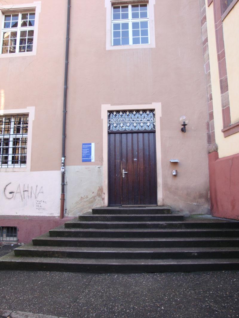 Eingang-Alte-Uni-7
