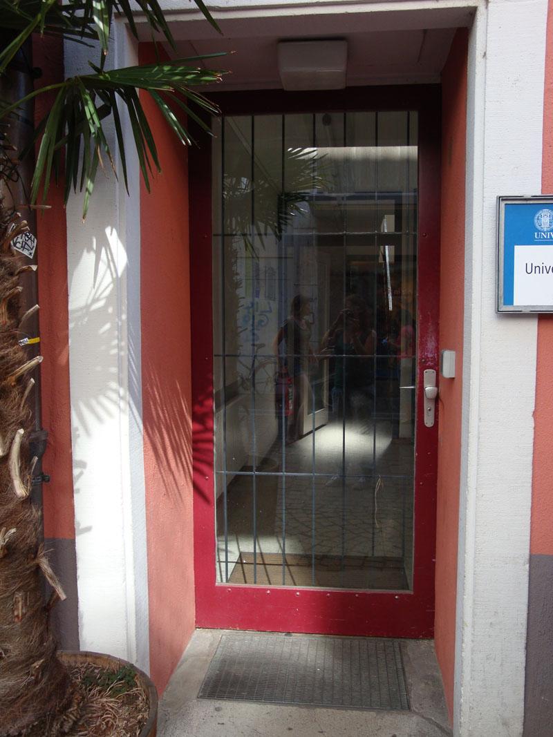 Eingang Universitätsstrasse 5