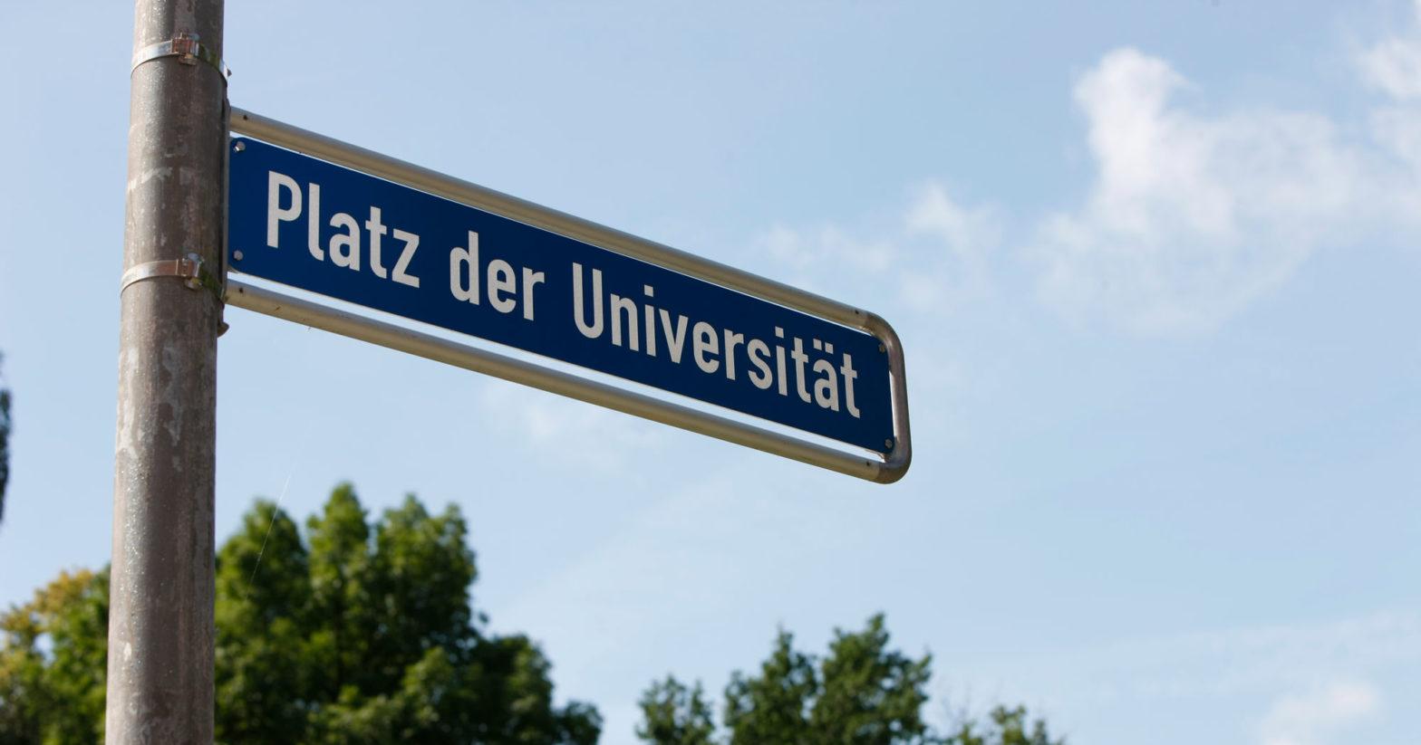 """Schild """"Platz der Universität"""""""